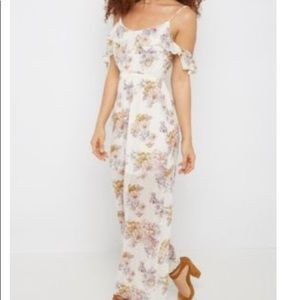 Rue21 Dresses - Nice sexy white floral maxi off shoulder dress